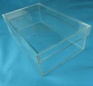 China Rectangular Clear Acrylic Shoe Display Box Transparent Eyes Catching on sale