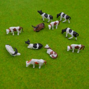 China 1:87 scale ABS plastic Model Painted Mixed Farm Animals Cows 20mm for Model Building Materials on sale