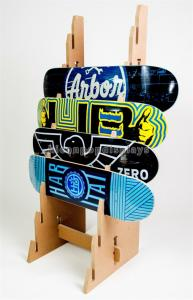 China Simple Solid Wooden Display Stand Custom Design 8 Pieces Skateboard Display Rack on sale