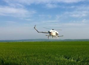 China Precision Drone Agriculture / Flybarless Gas Powered RC Helicopter 5-6 Meters Spraying Width on sale