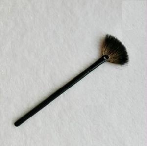 China Soft Natural Squirrel Hair Face Fan Brush Medium , Extra Powder Brush on sale