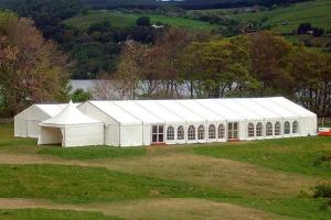 China 1000 Seater Capacity Outdoor Large Clear Span Wedding Party Tent Marquee For Events on sale