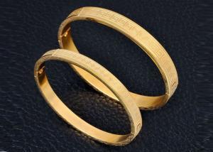 China Do bracelete de aço inoxidável do ouro das senhoras gravura magnética personalizada para o aniversário on sale