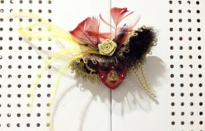China Mini Magnetic Mask Brooch , Hand-Painted Feather Venetian Masks on sale