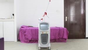 China 220v / 110v Red Diode Laser Tattoo Removal Equipment For Pigment Removal on sale
