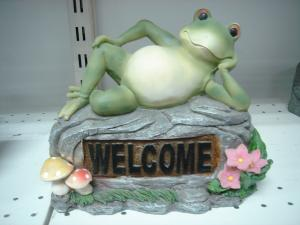 China Home Acrylic Epoxy Resin Lying Frog Sculptures and Statues for Garden Ornaments on sale