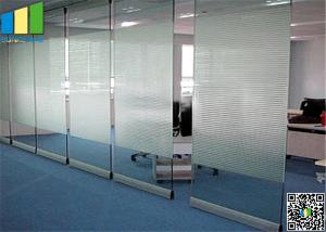China 10MM Folding Glass Room Movable Wall Panels With Sliding Door 500 / 1230mm Width on sale