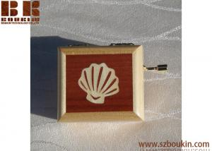 China Hot selling handmade customized wooden music box with hand crank on sale