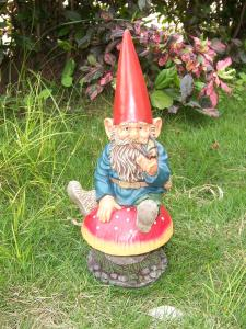 China Resin mini Funny Garden Gnomes figurine with handpainting on sale