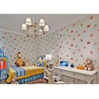White Embossed Non Woven Kids Bedroom Wallpaper Cake Pattern Fireproof