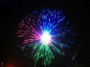 China Las luces coloridas por todo el cielo protagonizan a la pequeña exhibición floral de los fuegos artificiales de la fibra liviana de la noche on sale
