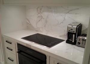 China White Kitchen Marble Countertops And Backsplash , Huge Marble Tile Countertops on sale