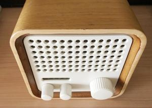 China Wooden Bluetooth Mini FM Radio Speaker High Fidelity For Sports / Fitness on sale