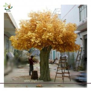 China UVG GRE06 Golden indoor home decorative artificial tree with fake banyan leaves for sale on sale