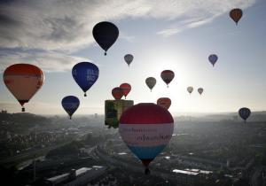 Quality O auto colorido que infla a propaganda Balloons, balão inflável do hélio for sale
