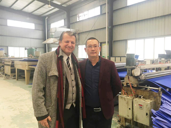 buyer visit the fluted plastic sheet factory