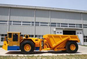 China RT-30 Ton Low Profile Dump Trucks For Underground Mining With DANA Torque Converter on sale