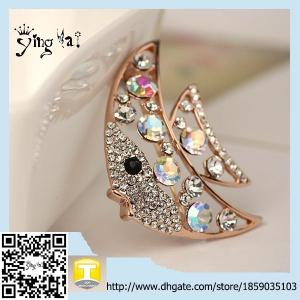 China Newest Style Vintage Personality promotion  Rhinestone Fish Brooches For Woman on sale