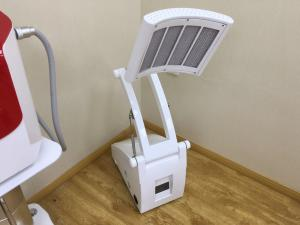 China Anti Aging PDT LED Light Therapy Machine For Acne & Scar Treatment No Side Effects on sale