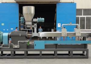 China Escamas del ANIMAL DOMÉSTICO que reciclan la máquina de la granulación del plástico con el extrusor de tornillo gemelo on sale