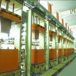 Machine de bâti à haute pression, appropriée au réservoir