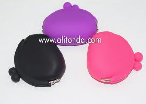 China Custom funny silicone rubber makeup cosmetic bag with buttons on sale
