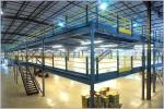多水平なパレット棚は中二階、鉄骨構造の中二階床を支えました