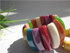 China pulsera plástica rombal de la gota del caramelo del arco iris on sale
