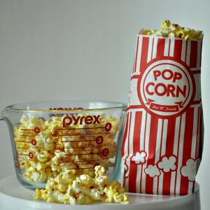 China Carnival King Paper Popcorn Bags Customized Paper Bags 1 Ounce Pack Of Red And White on sale