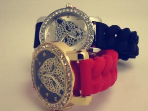 China Leopard Crystal Silicone Wristband Watch Red / Black Non-corrosive on sale