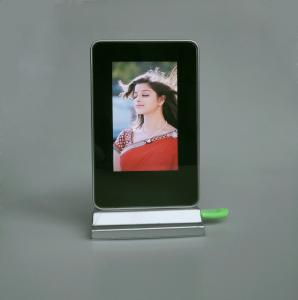 China Battery Operated Inch 350-400cd/m2 LCD Digital Photo Frame on sale