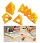 ペインターのピラミッドDIYのペンキ用具、塗ることのために使用される異なった色。