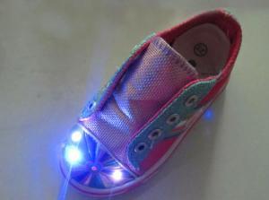 China Zapatos con la luz que destella del LED on sale