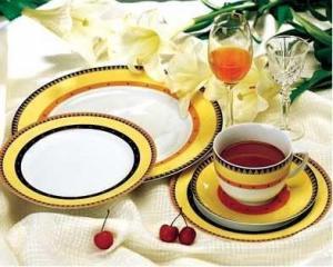 China Pocelain Dinnerware Sets on sale