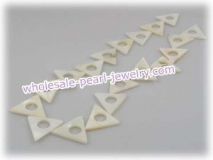 China Five strands 20mm triangle white shell beads wholesale on sale