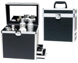 China Cosmetic Case Aluminum beauty casePro-Series Two(2) drawers on one side for brushes or tools, a deep well interior for tall or large items. Patented hidden hinge and smooth molding construction. This case comes with a free standing easel mirrors and draw on sale
