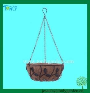 China Wire Planter Baskets Wire Hanging Basket with Coco Liner on sale