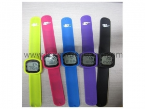 China Hot selling fashionable touch best digital pedometer watch on sale