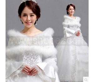 China Romantic winter warm wedding dress, long sleeve white wedding dress bridal gown on sale