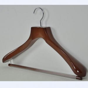 China Wide Shoulder Wooden Hanger for Suits,With Locking Trouser Bar on sale