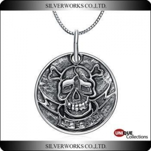 China Skull commemorative coins pendant Exotic Pirate silver charms for keepsake on sale