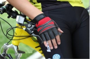 China Half Fingers Bicycle Driving Half Finger Sport Synthetic Leather Gloves GY168 supplier