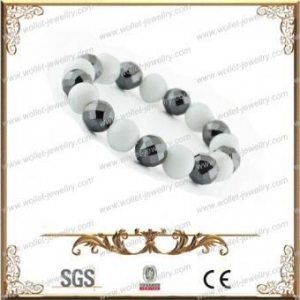 China Wholesale Fashion Beaded Bracelet Made Of White magnetic beads And Hematite on sale