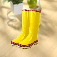 China Fashion shiny smooth yellow woman rubber rain boot on sale
