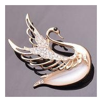 Y1615 Fashionable and Lovely Crystal Goose Brooch
