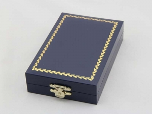 China custom exquisite high quality wood medal box on sale