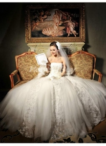 China Embroidery Tulle Strapless Ball Gown Wedding Dresses on sale