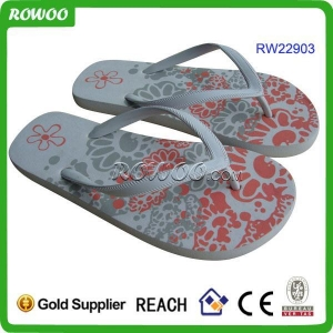 China High quality white rubber flip flop on sale