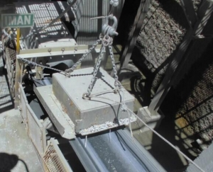 China Over head tramp iron separator, rectangular type RCDY on sale