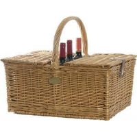 China Triple Crown Picnic Basket for 4Item #: 240120 on sale